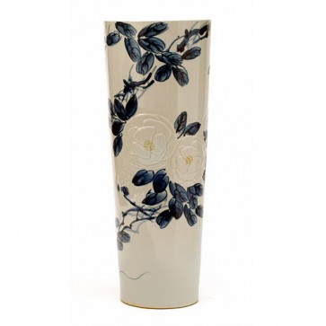 Floral pattern vase with lily center