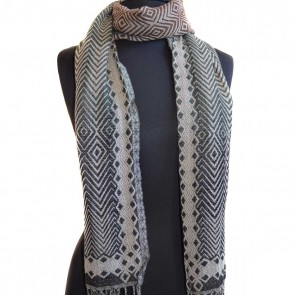 1940 Bicolor scarf knitted in textured diamond pattern